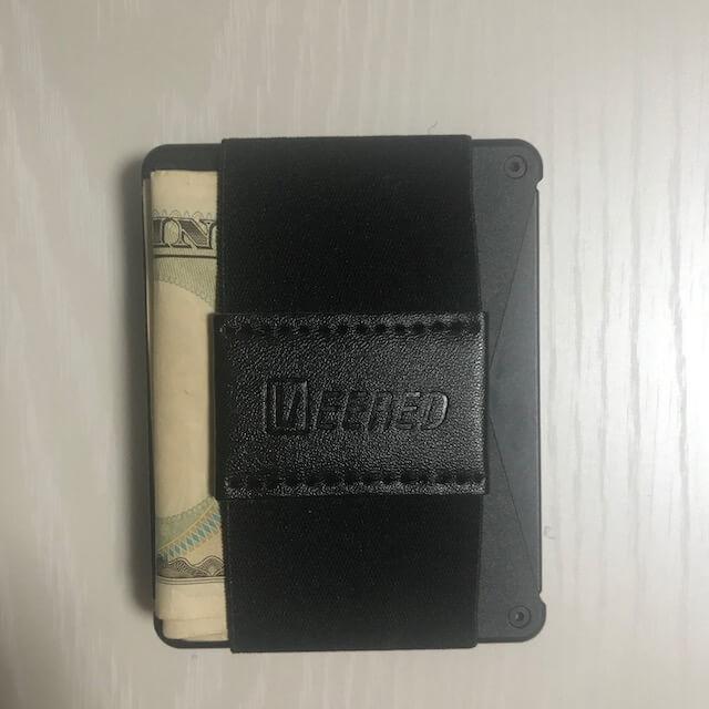 Veered Wallet カードにお金を挟んだ後